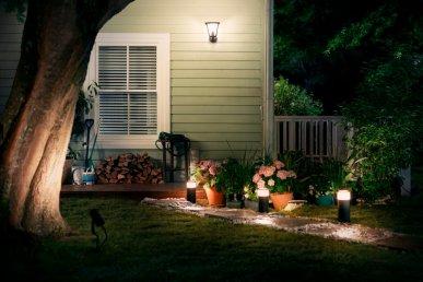 Hue outdoor sokkellampen en wandlamp warm wit